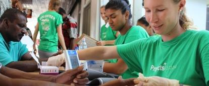 Projects Abroad Intern giving nutritional advice whilst on nutritional internship in Fiji.